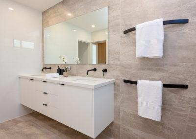 dana-gallery-bathroom-1
